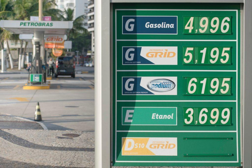 preco-da-gasolina-sobe-e-chega-a-quase-r-5-1526145311995_1920x1280